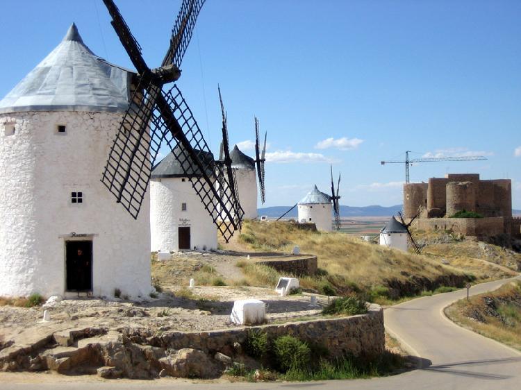 Molinos de viento y castillo. Consuegra