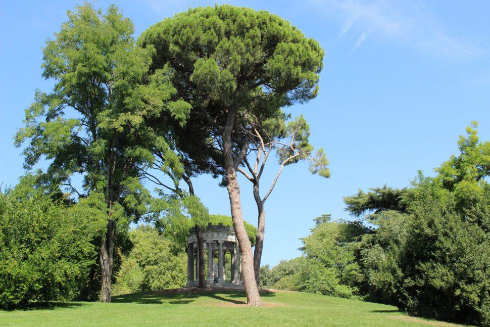 Templo de Baco - Parque el Capricho fotos
