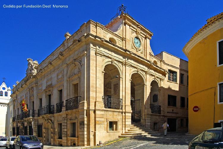 Ayuntamiento de Mahón. Turismo Menorca