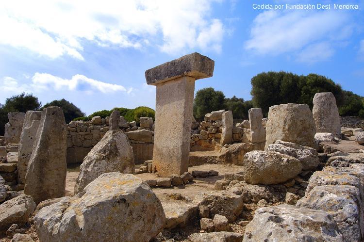 La Naveta des Tudons. Turismo Menorca