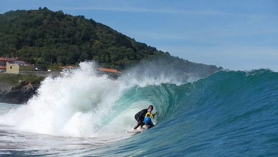 Playa surfera. Turismo Mundaka