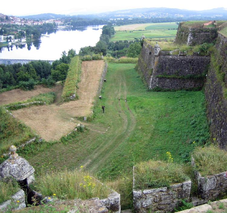 Tui, fortaleza en Galicia. Turismo Galicia