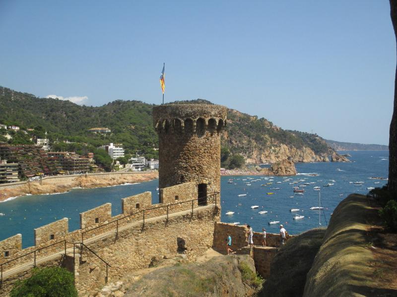 Tossa de mar pueblo medieval girona for Oficina de turismo tossa de mar