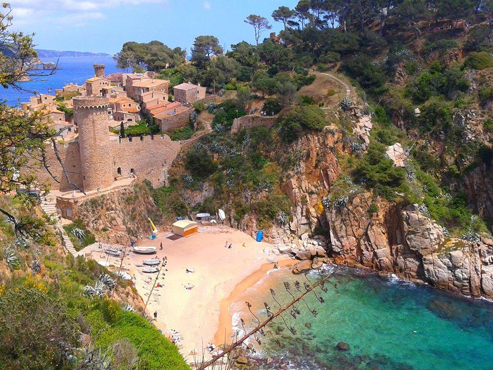 Cala Llevadó en Tossa de Mar. Pueblo medieval Girona
