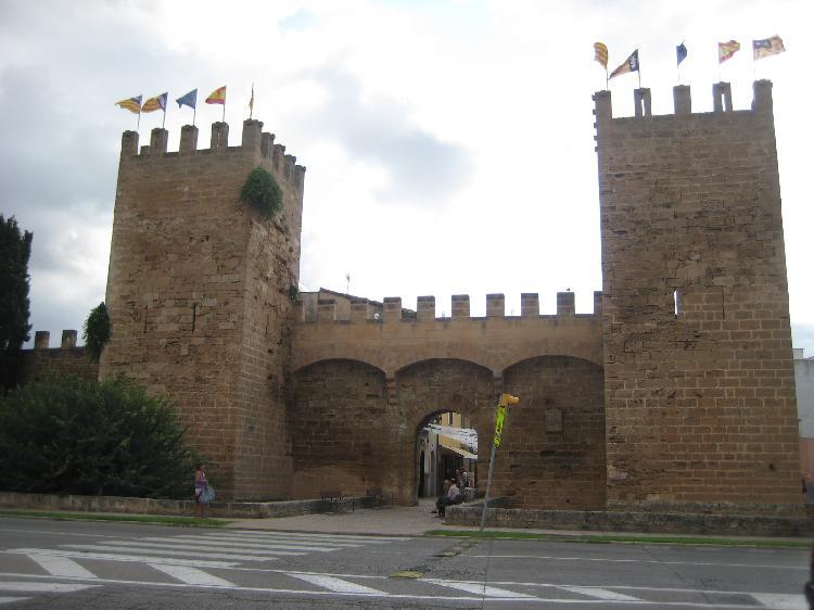 Murallas medievales en Alcudia