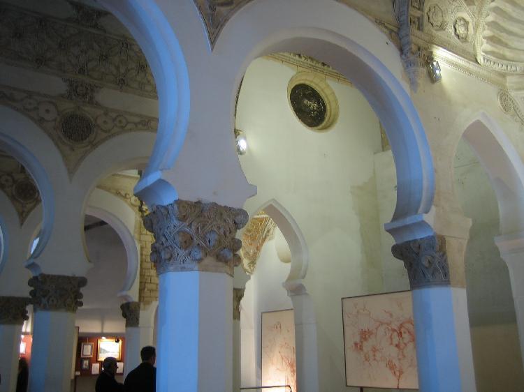 Interior de Sinagoga María la Blanca . Turismo Toledo