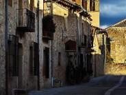 Pedraza, villa medieval amurallada a la luz de las velas