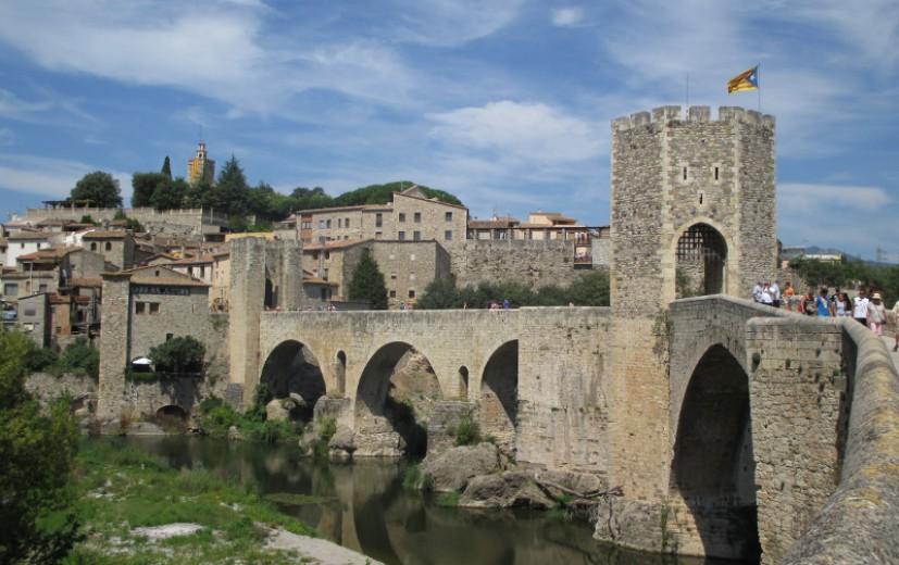 Entrada a Besalú. Pueblos medievales Girona