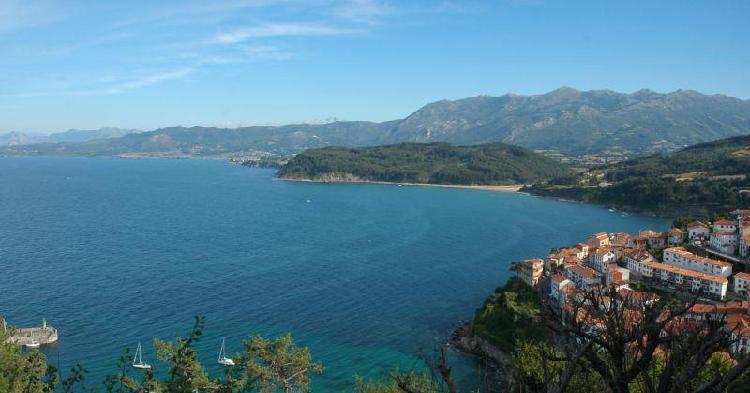 panorámica de Lastres desde la ermita de San Roque. Imagen vía www.deasturias.com