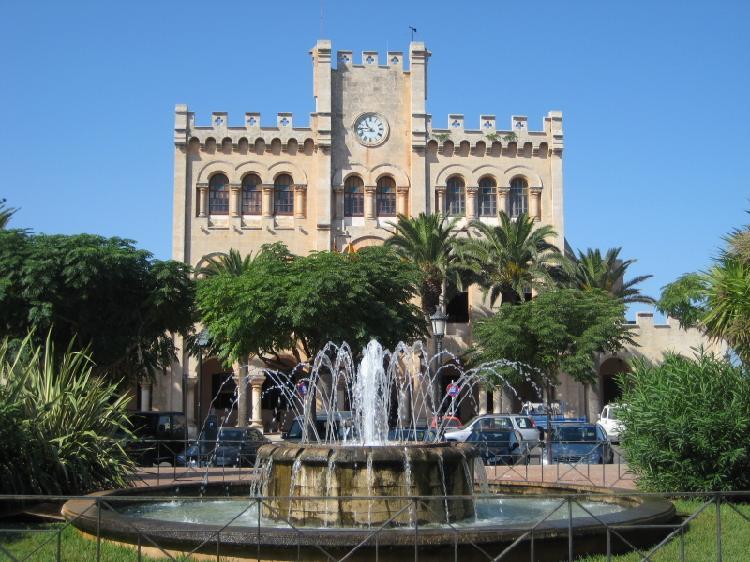 Plaza de Born. Turismo Menorca