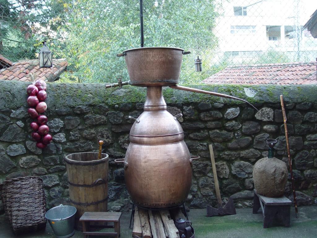 Alquitaras en Fiesta del Orujo. Visitar Cantabria