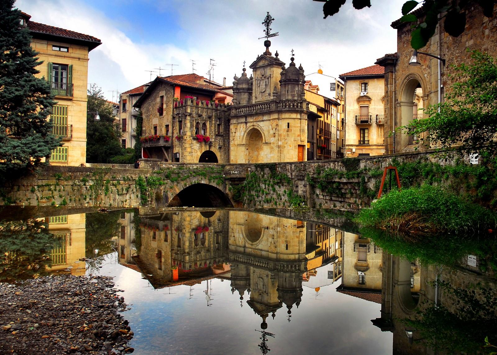 Visitar pa s vasco turismo por espa a for Piscinas naturales pais vasco
