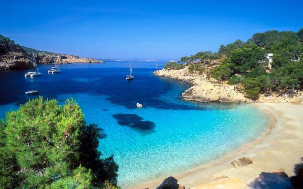 Cala Salada en Ibiza. Viajar a Ibiza
