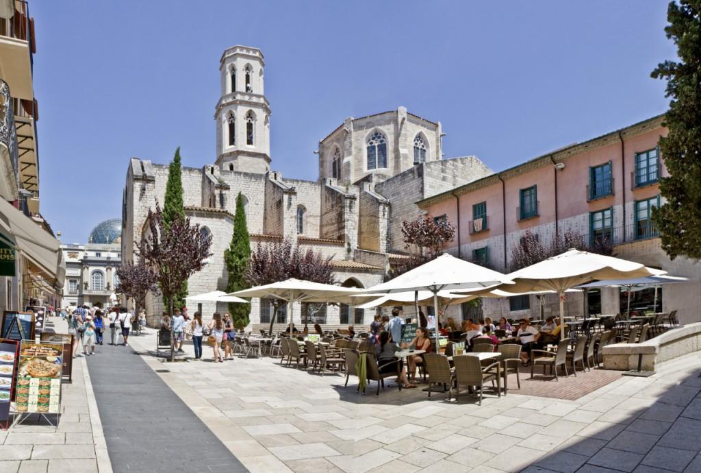 Plaza de la Iglesia. Visitar Figueres.
