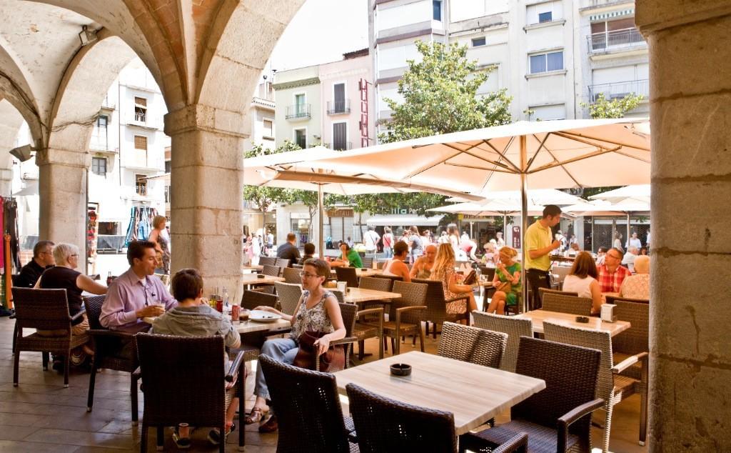 Plaza del Ayuntamiento . Visitar Figueres