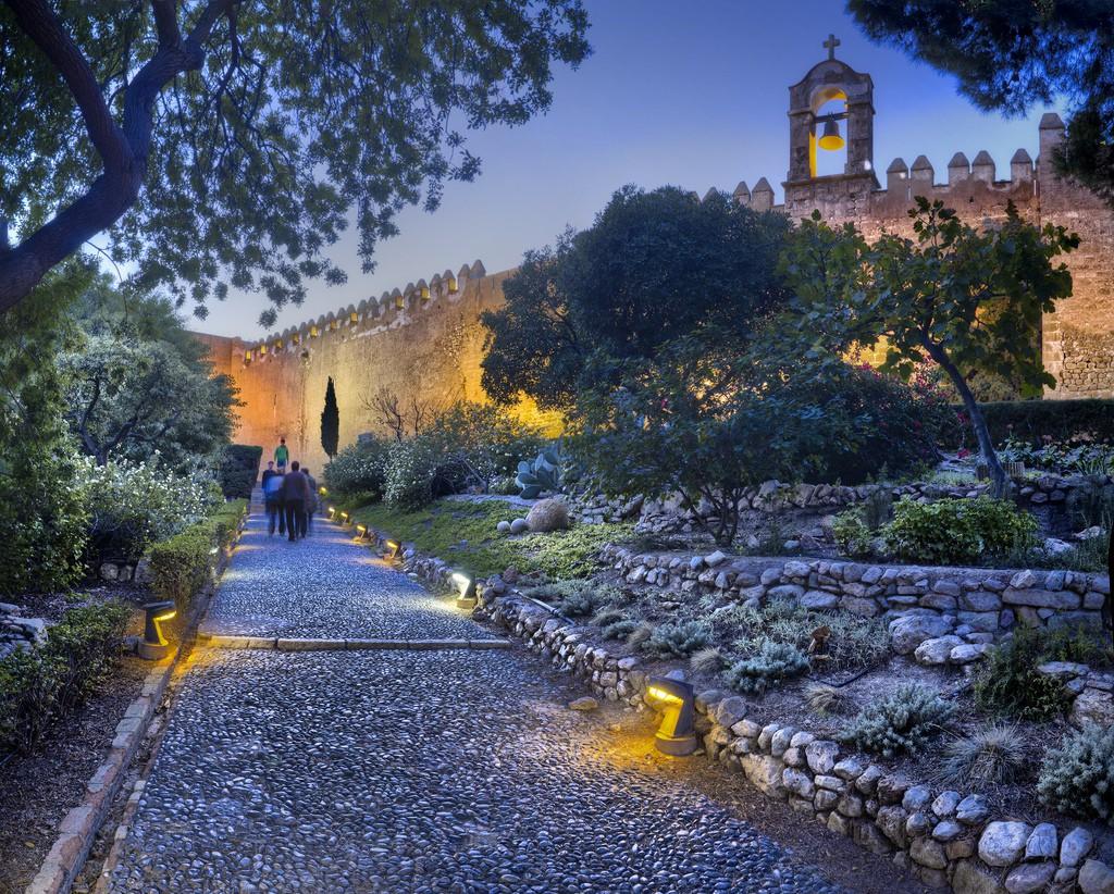 Alcazaba paseo por los jardines. Foto vía Oficina de Turismo de Almería