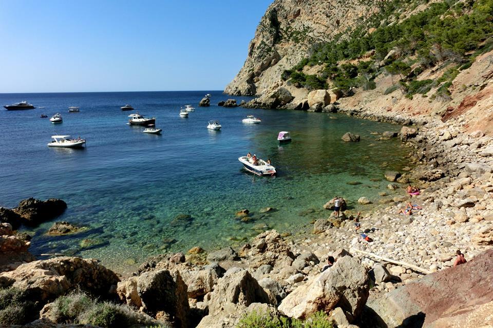 Cala En Basset. Las mejores calas de Mallorca. Autor Adrián García