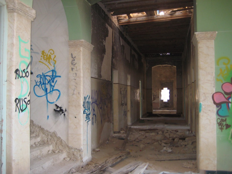 Pasillo del Preventorio de Aguas de Busot. Rutas de misterio