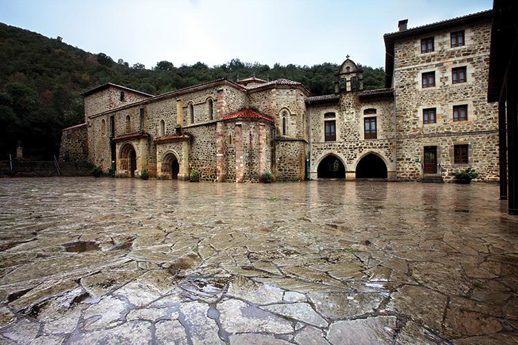 Monasterio de Santo Toribio Liébana Cantabria escapada rural