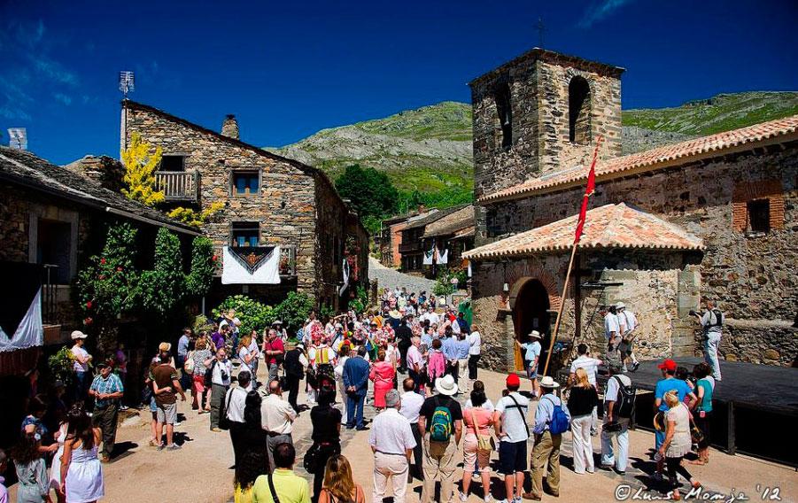 Danzas de la Octava - Valverde de los Arroyos - Fiestas del Corpus en España