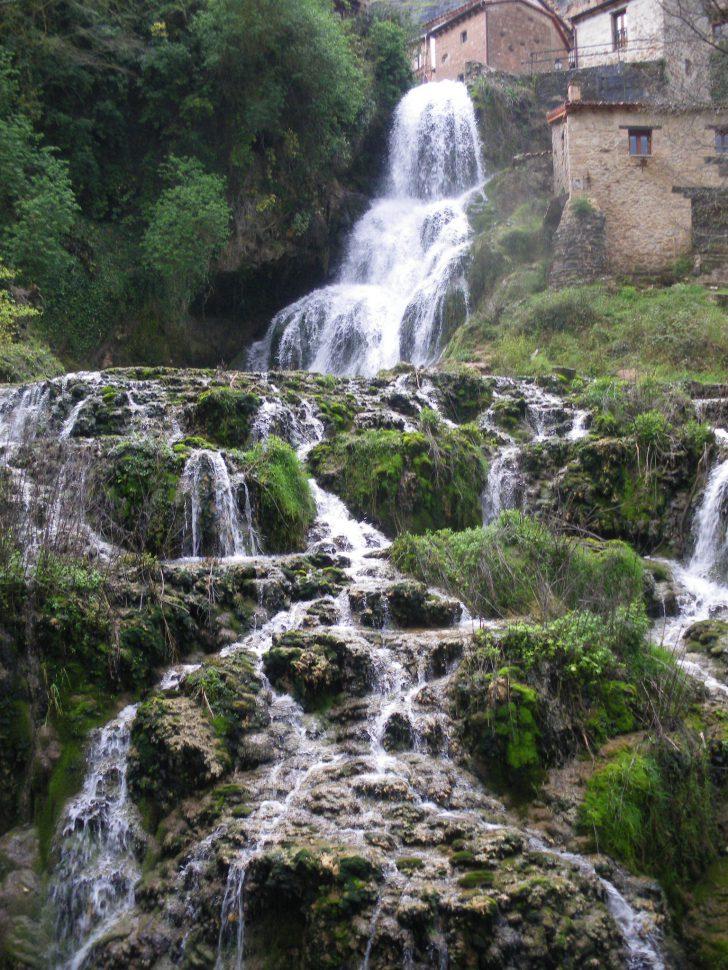 Salto Orbaneja del Castillo - Cascadas en España para bañarse