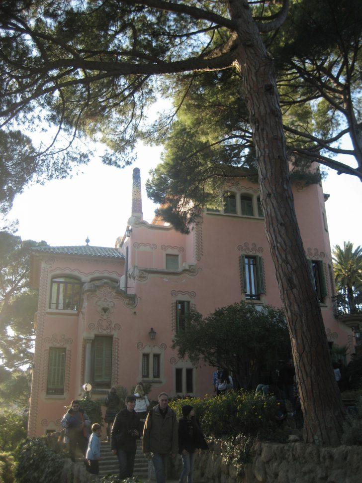 Casa de Antonio Gaudí en Parc Güell. Turismo Barcelona