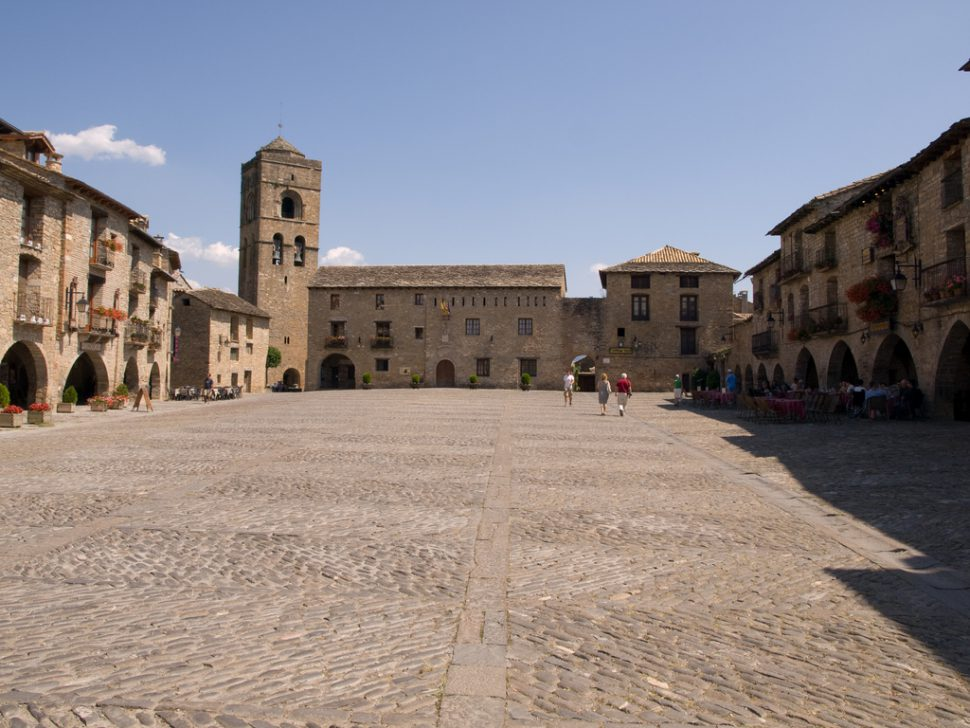 Plaza Mayor Aínsa. Turismo Huesca