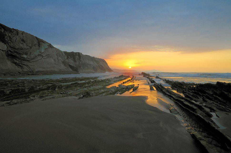 Playa de Itzurun - Zumaia - Pueblos más bonitos de Guipuzcoa - Pueblos bonitos del País Vasco
