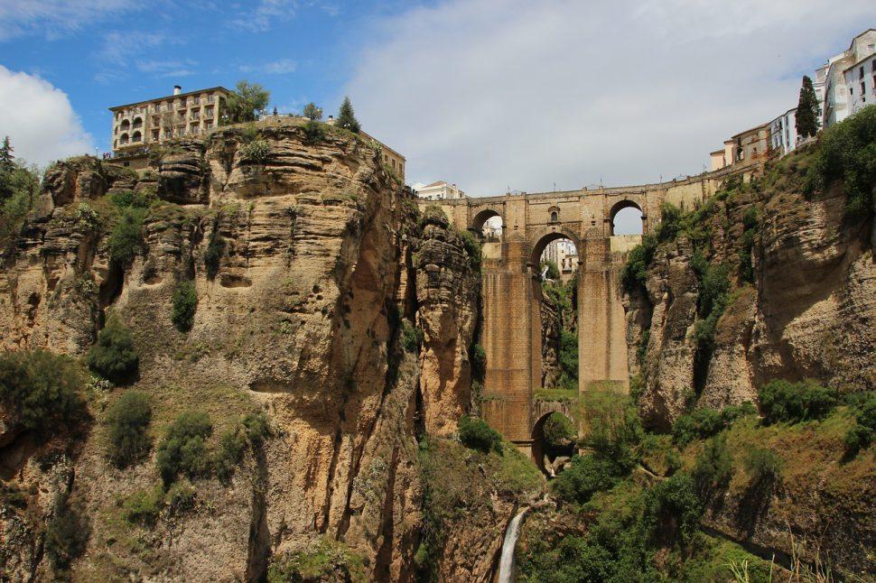 málaga puente del 12 octubre
